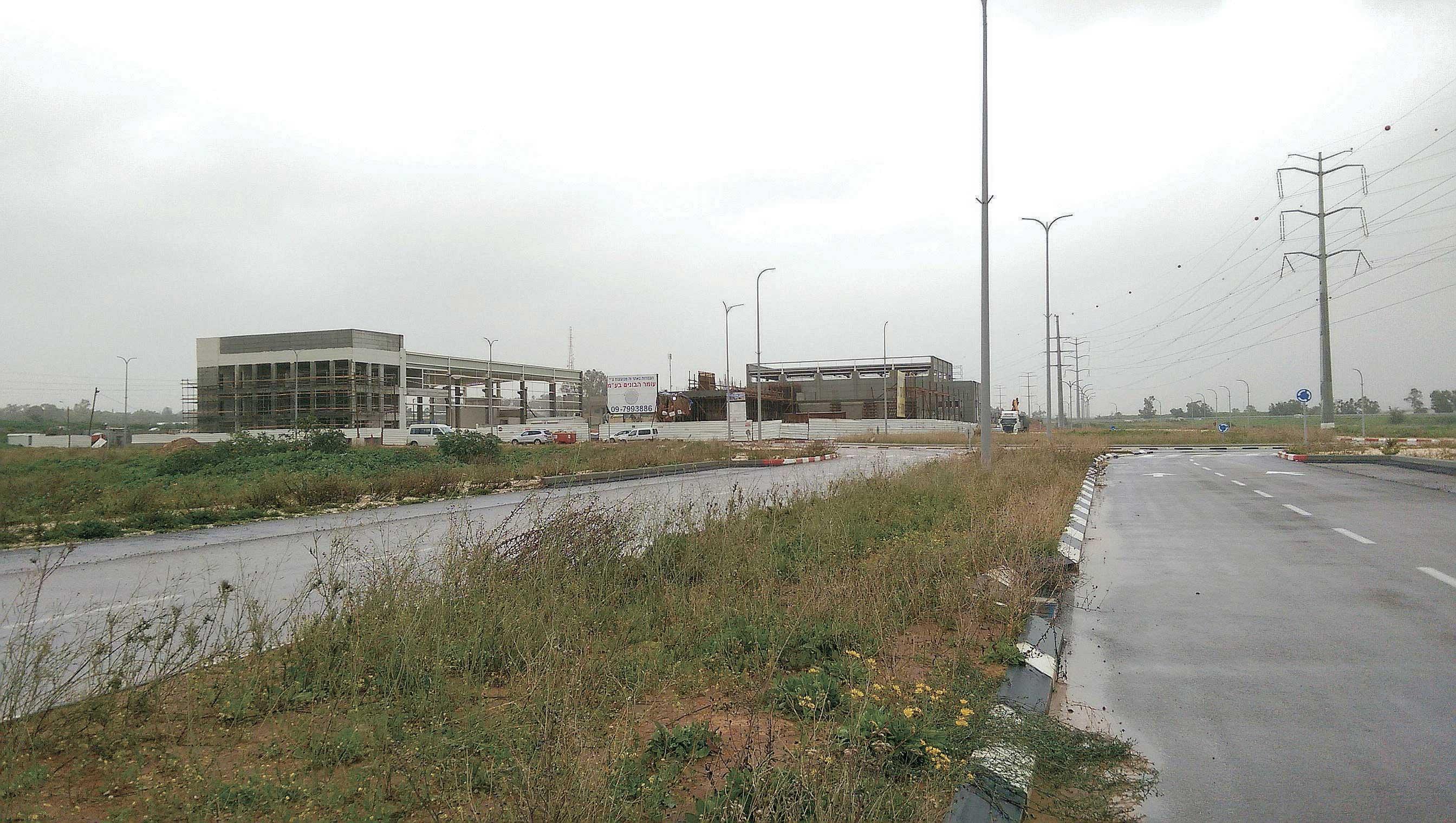 אזור התעשייה 50 במזרח כפר סבא. צילום עזרא לוי