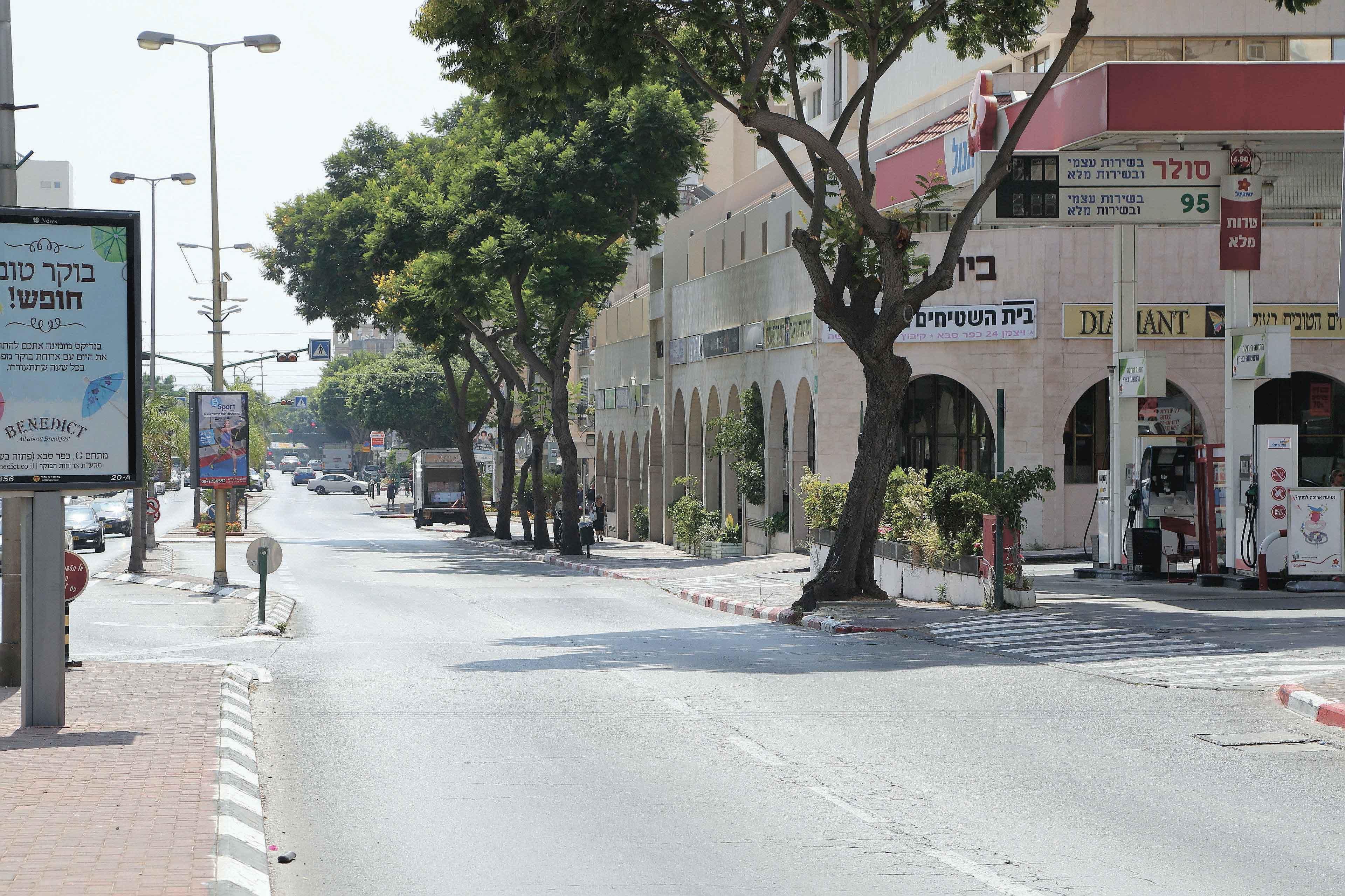 רחוב וייצמן בכפר סבא. צילום עזרא לוי