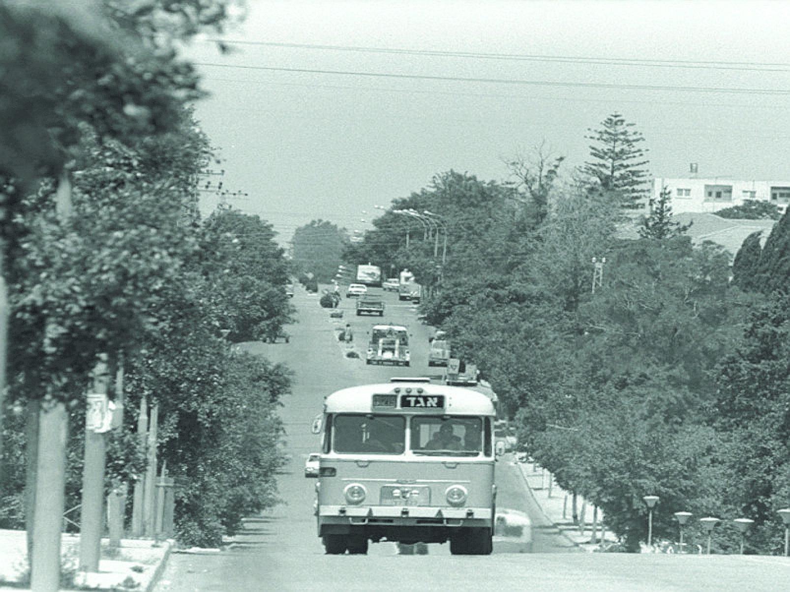 אוטובוס ברמת השרון. מתוך התערוכה
