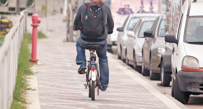 אופניים חשמליים. צילום עזרא לוי