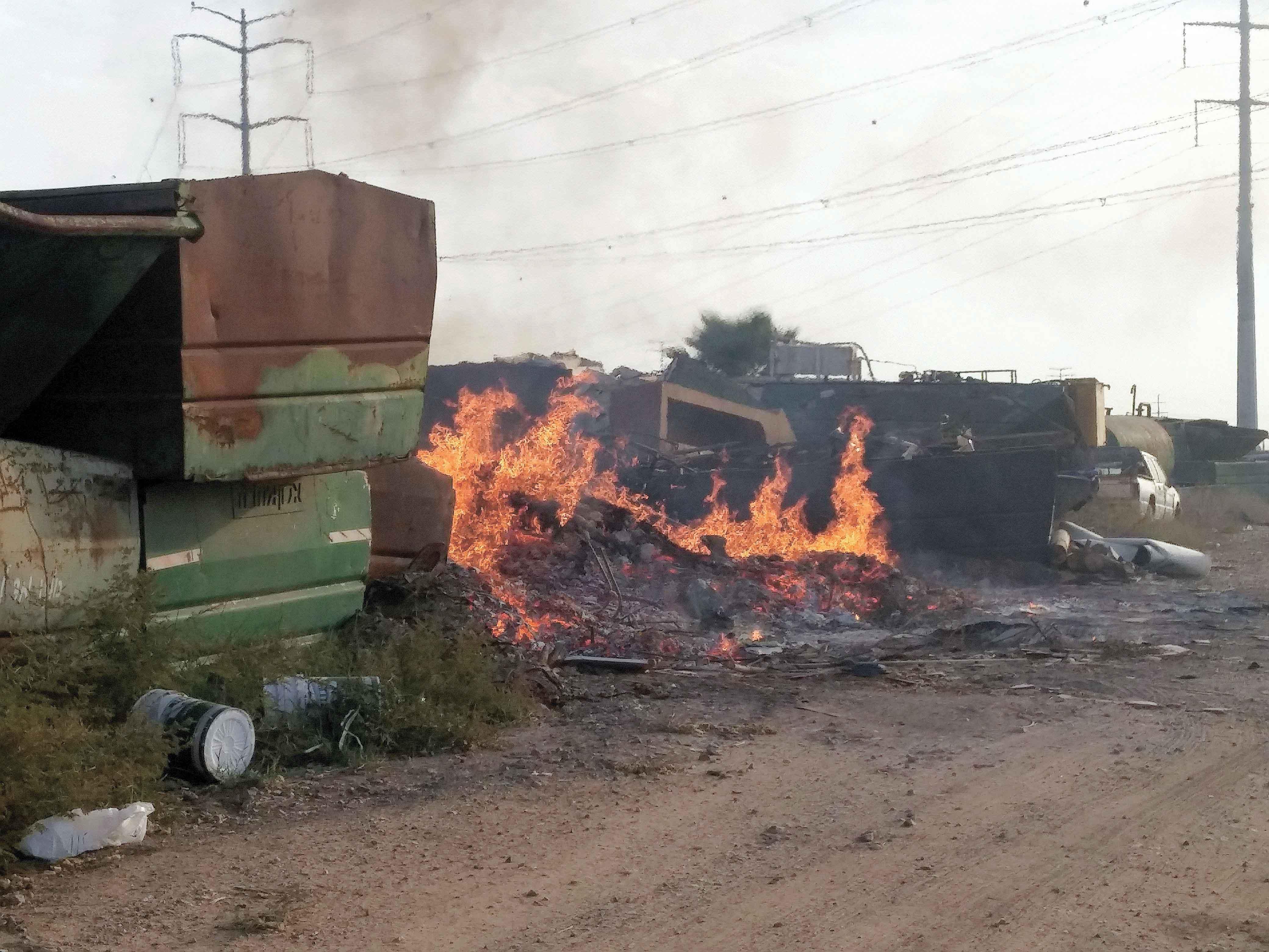 שריפת פסולת בשכונת אבו סנינא בכפר סבא. צילום אזרחים למען אוויר נקי