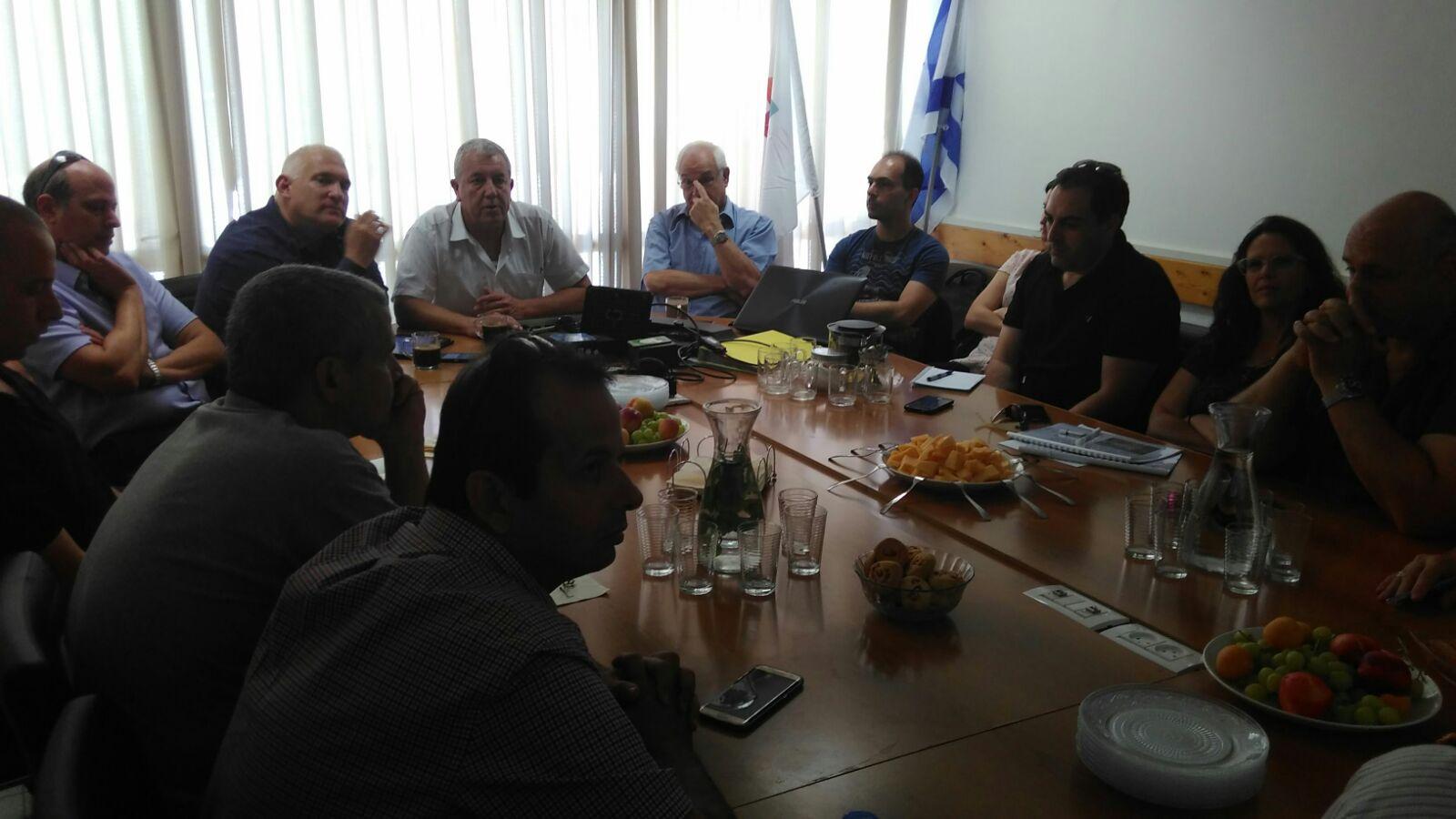 """הפגישה בין ועד הפעולה למנכ""""ל המשרד להגנת הסביבה"""