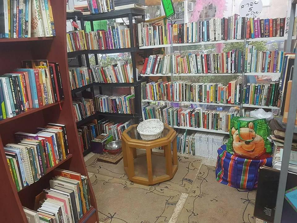 הספרים בחנות