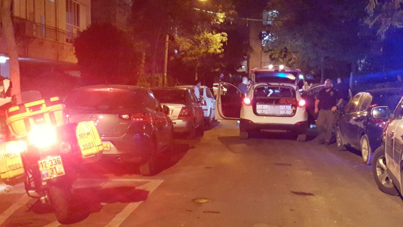 """זירת הירי ברחוב הגליל בהרצליה. צילום: תיעוד מבצעי מד""""א"""