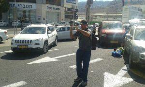 אמיר יעקב בחסימת כבישים בחיפה. צילום זאב קראוטהמר