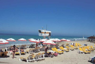 חוף השרון. צילום עזרא לוי