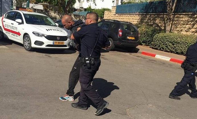 אחד החשודים שנתפסו. צילום אסתי אלון שביט