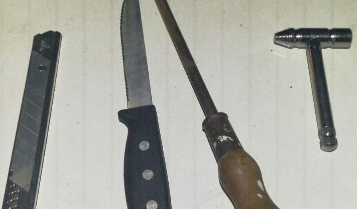 כלי התקיפה שנתפסו ברשות הקטינים. צילום משטרת ישראל