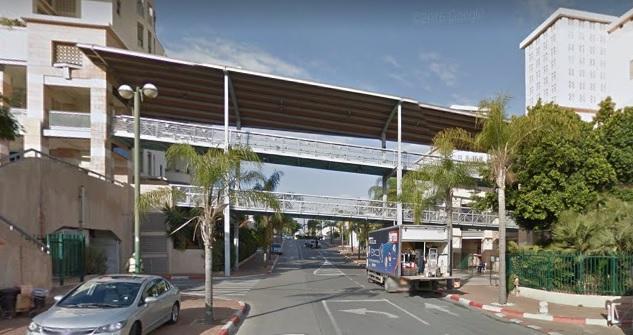 הגשר מעל רחוב מוטה גור. צילום גוגל מפות