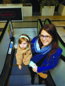 ליאת רובינשטיין גנטיוק עם בתה