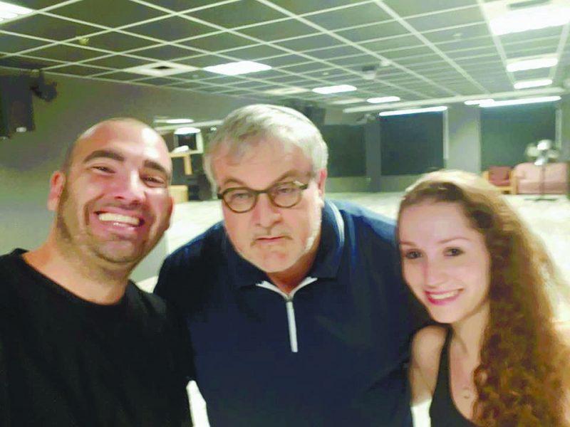 ארז שמילוביץ עם אשתו ומנחם הורביץ