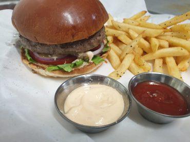ההמבורגר של ה-BFF. צילום: גבי שחוט