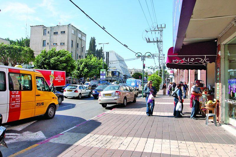 רחוב ויצמן בכפר סבא. צילום עזרא לוי