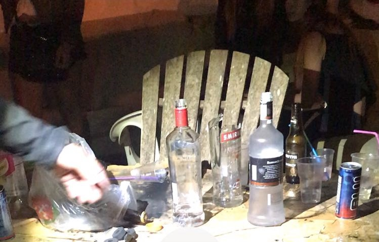 המשטרה פשטה על מסיבת אלכוהול בהרצליה, שבעה נחקרו