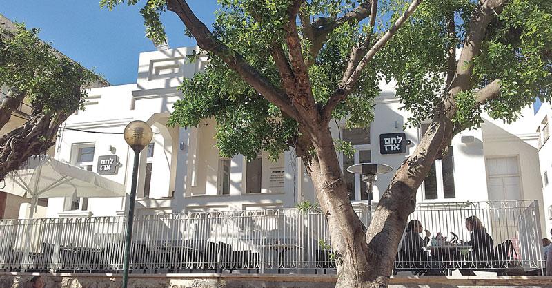 מבנה לשימור ברחוב רוטשילד - לחם ארז צילום עזרא לוי