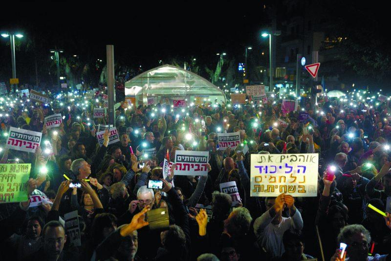 ההפגנה בהבימה. צילום מוטי מילרוד