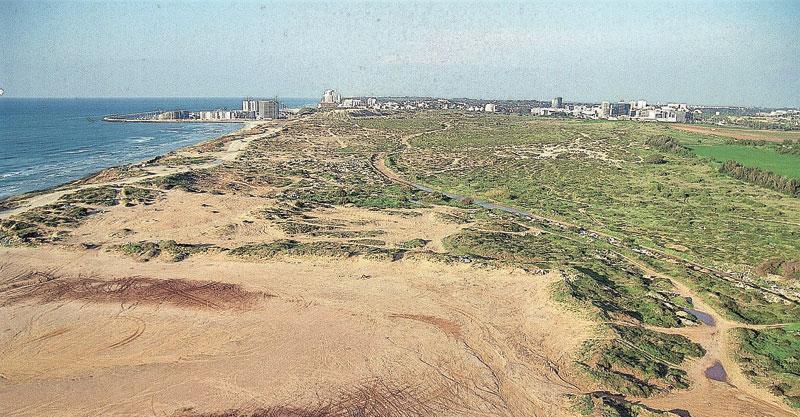חוף התכלת. צילום רונן אנגל