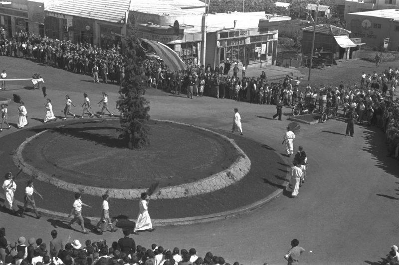 חגיגות העצמאות בכפר סבא בסוף שנות ה-40. צילום דניאל קפלן