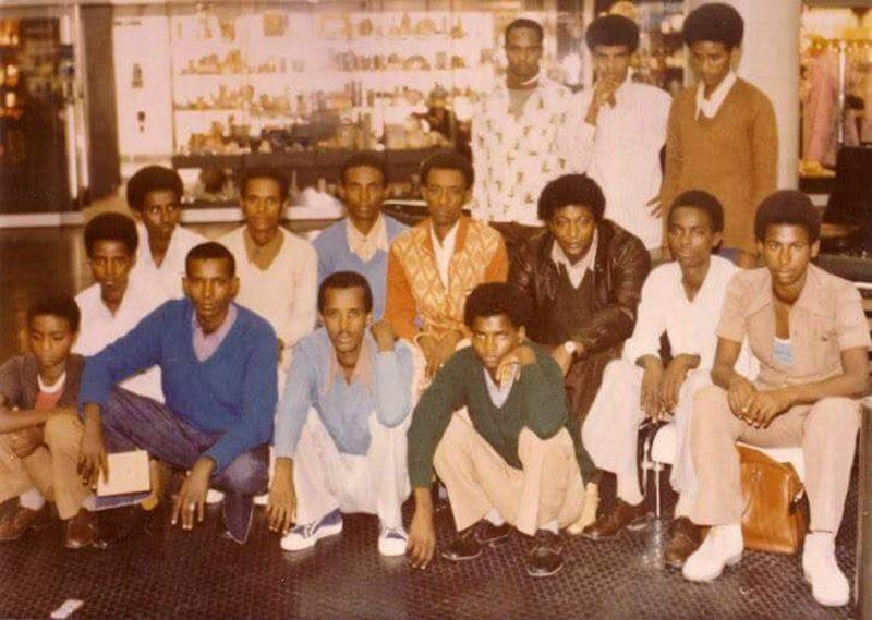 קבוצת צעירים שעלו מאתיופיה ב-1980