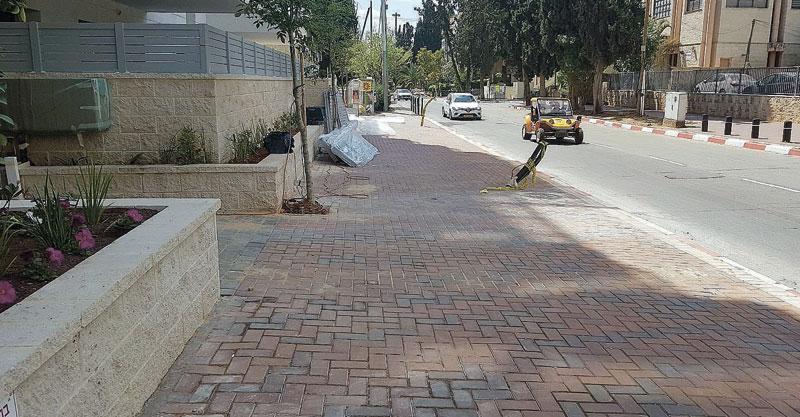המדרכה ברחוב תל חי צילום משמר האילנות