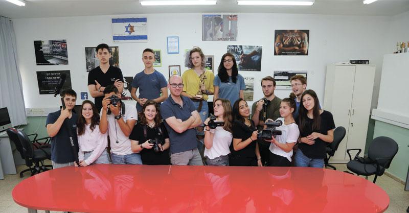 תלמידי מגמת הניו מדיה באורט שפירא צילום עזרא לוי
