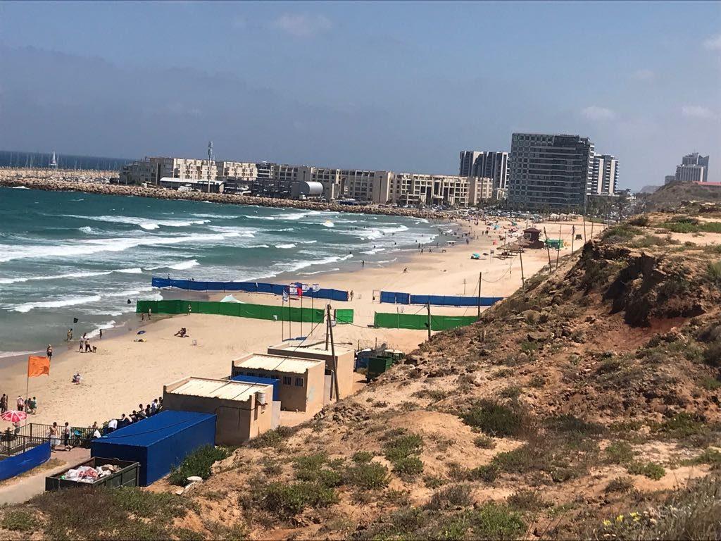 החוף הנפרד בהרצליה