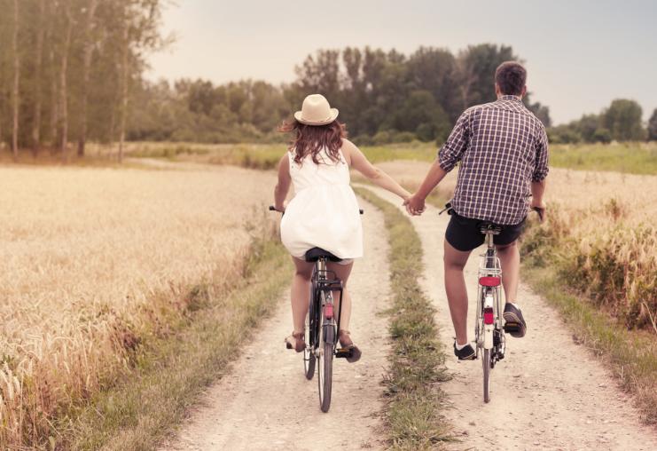 משאל לזוגות צעירים (מאגר שאטרסטוק)