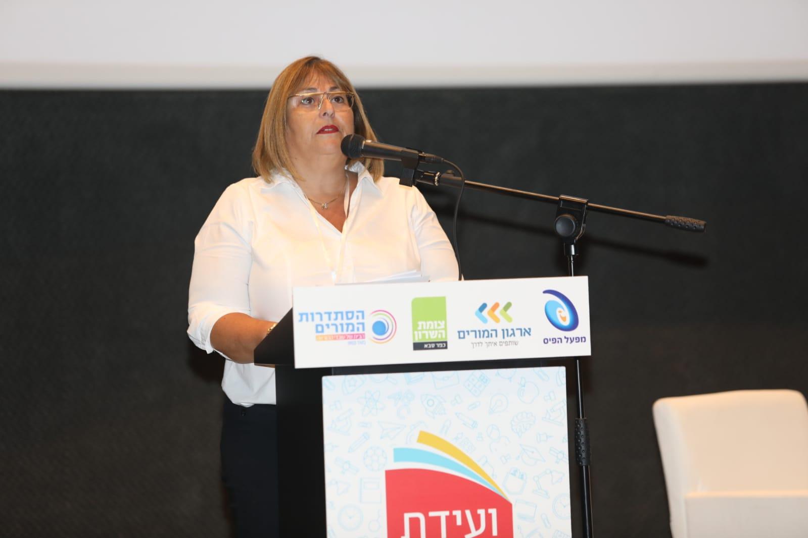 """יו""""ר סניף השרון בהסתדרות המורים ענת רז, צילום עזרא לוי"""