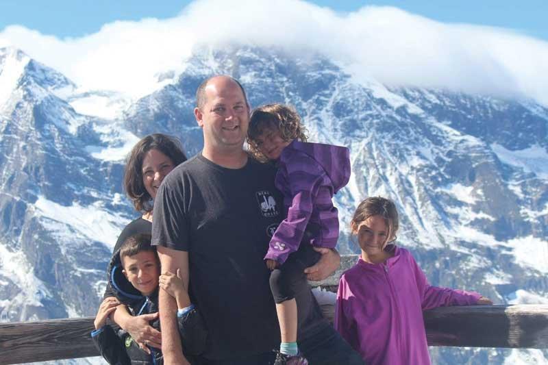 ערן ורנר ומשפחתו. צילום פרטי