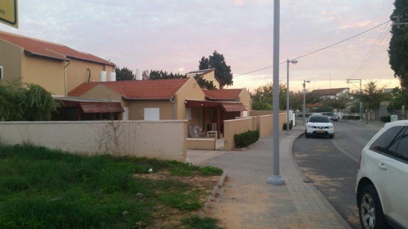 רחוב אברבנאל והבית שנפרץ (משמאל). צילום אריה אברמזון