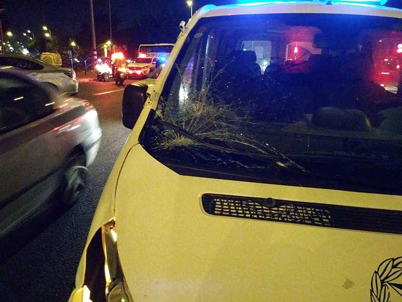 זירת התאונה ברחוב ויצמן בה בן 17 נפצע אנוש. צילום איחוד הצלה