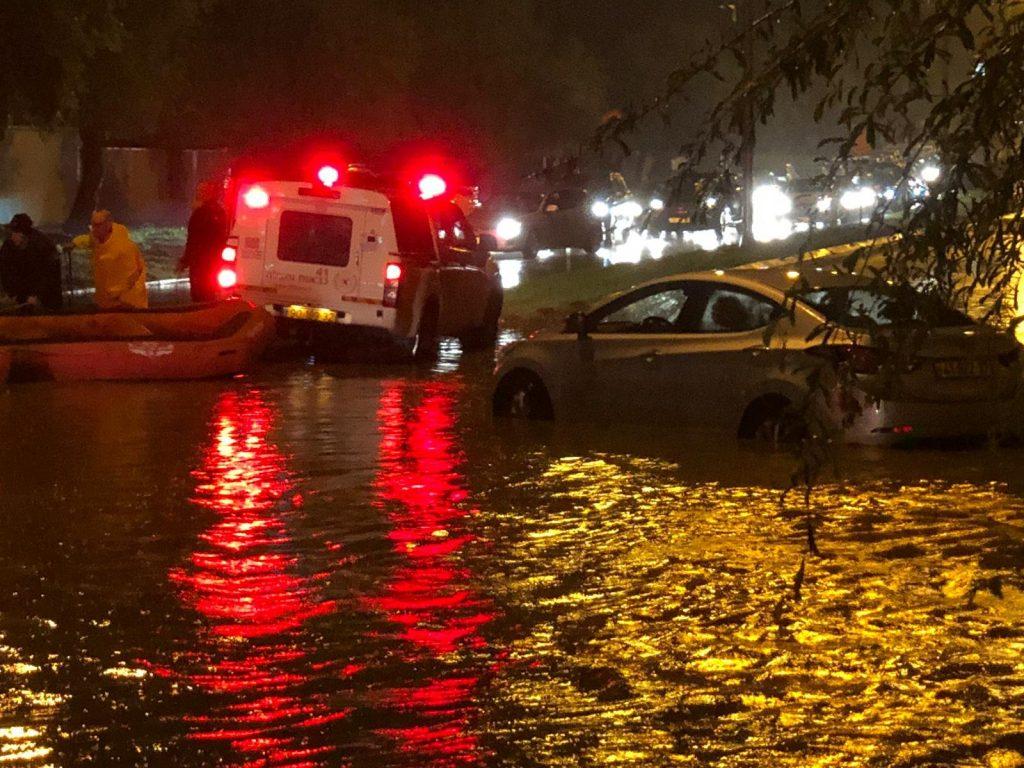 הצפה ברחוב בן יהודה. צילום איחוד הצלה