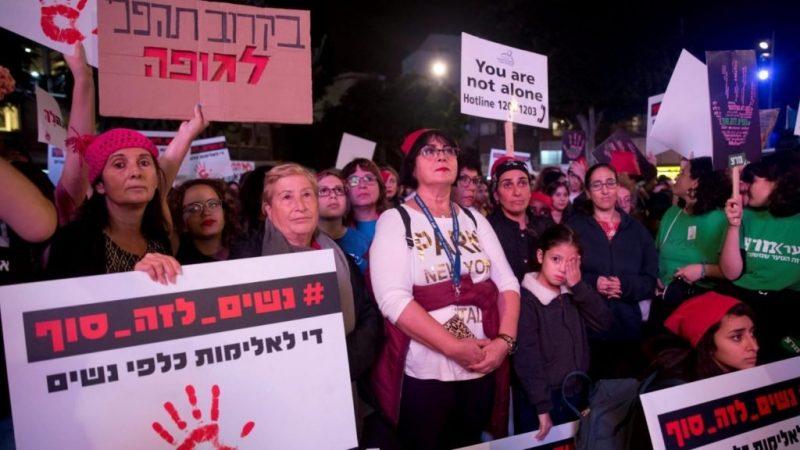 הפגנה בתל אביב נגד אלימות כלפי נשים, השבוע. צילום מוטי מילרוד