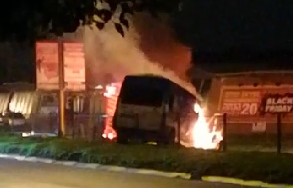 רכב שופרסל שעלה באש. צילום נצח אברהם