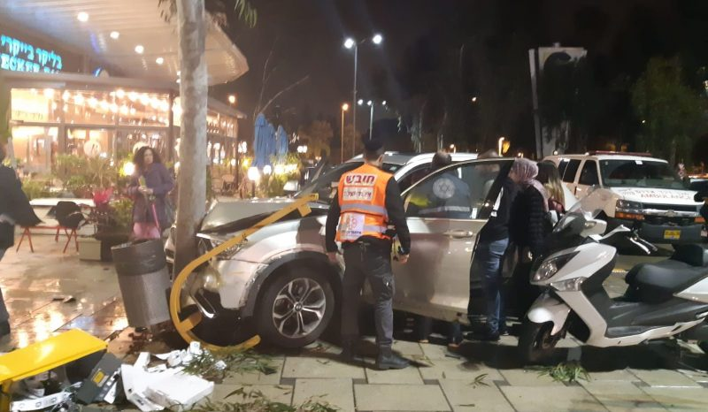 התאונה בקניון G. צילום איחוד הצלה