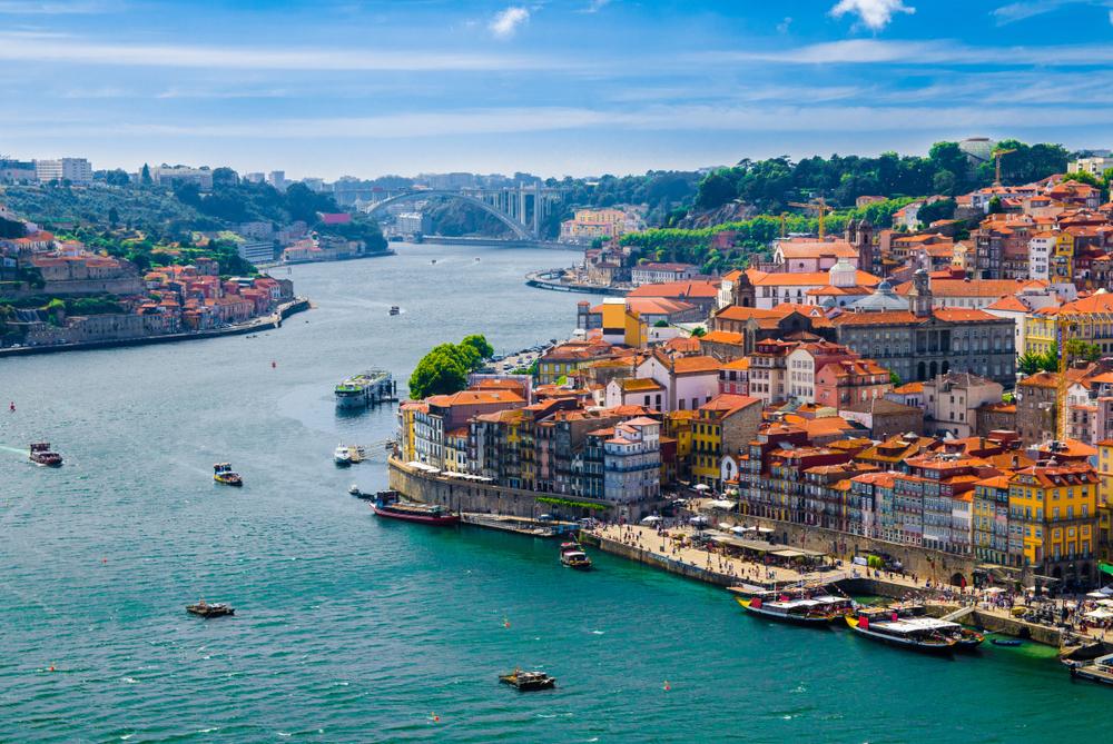 מדריך להוצאת דרכון פורטוגלי. תמונה ממאגר Shutterstock