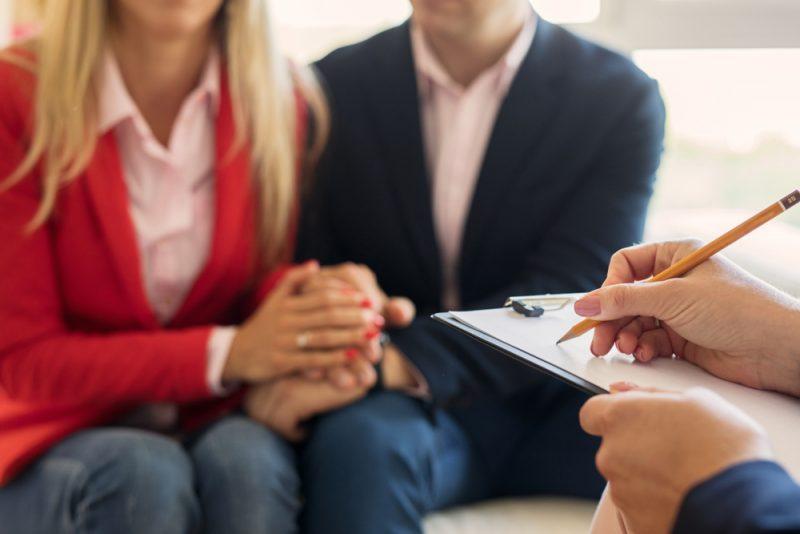 מטפלים זוגיים בשרון. תמונה ממאגר Shutterstock