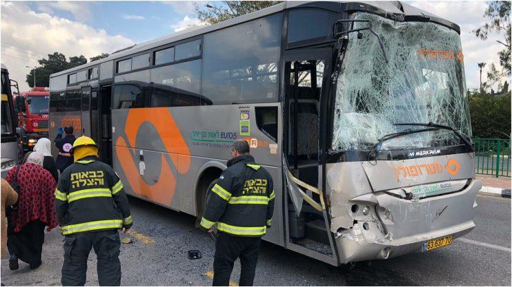 תאונה בין שני אוטובוסים בצומת גן חיים. צילום איחוד הצלה