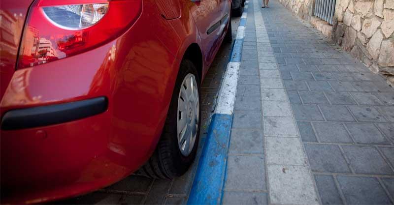 חניה כחול לבן. צילום מוטי מילרוד