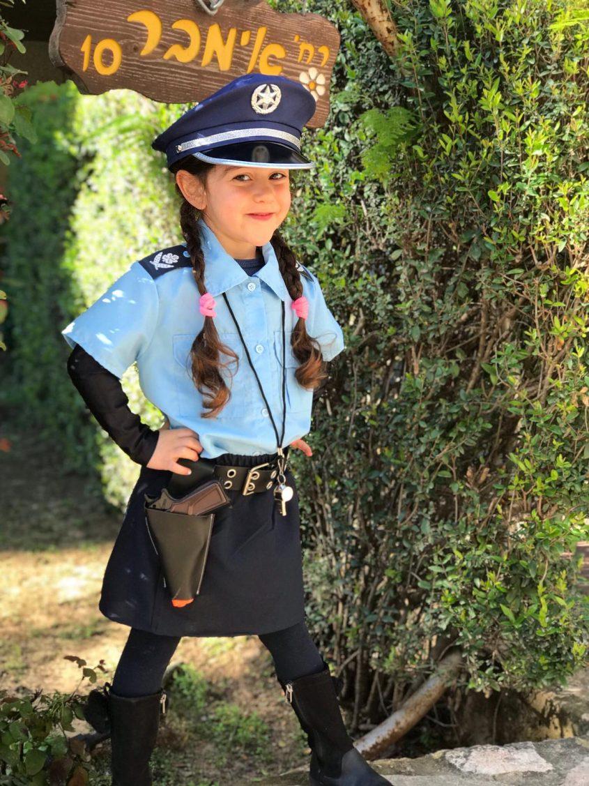 אורי קרייצמן מגן הדס, התחפשה לשוטרת