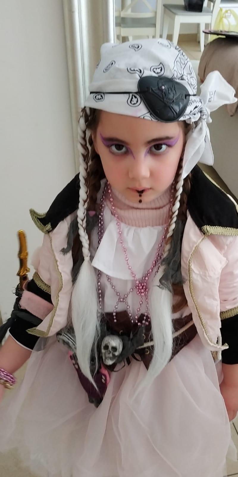 הפיראטית הלוחמת עמית אייל, בת חמש מגן לימון