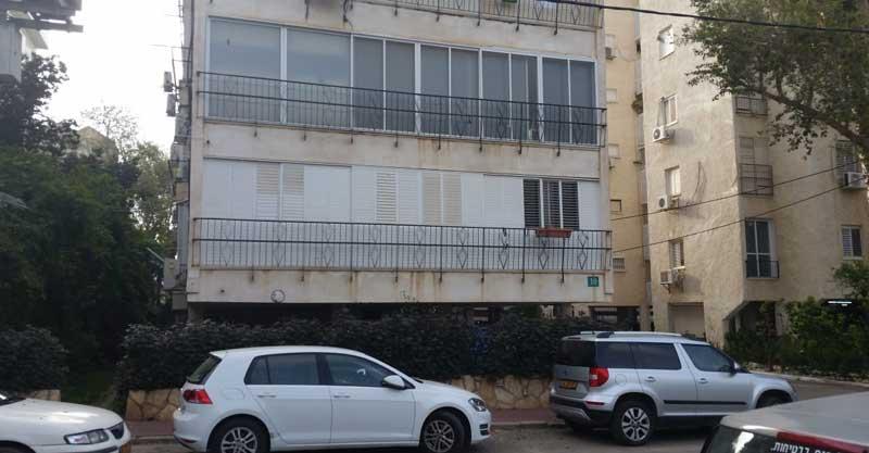 הבניין ברחוב טרומפלדור 10 בכפר סבא. צילום אריה אברמזון