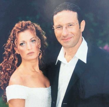 פזית מינקובסקי עם ירון מינקובסקי ביום חתונתם צילום אבי זלדמן