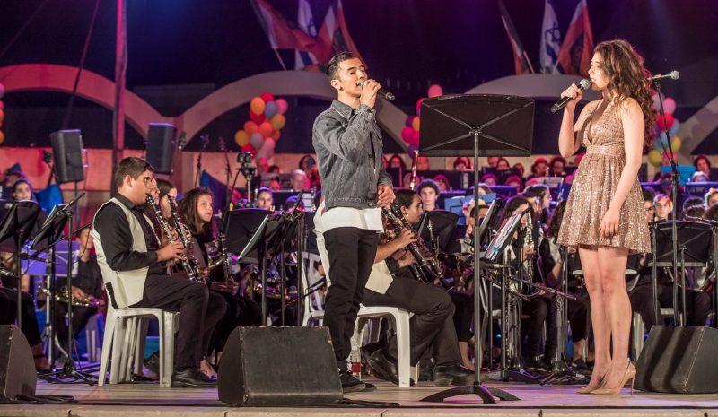 רוני דלומי והראל סקעת בקונצרט הסיום של פסטיבל נושפים. צילום רמי זרינגר