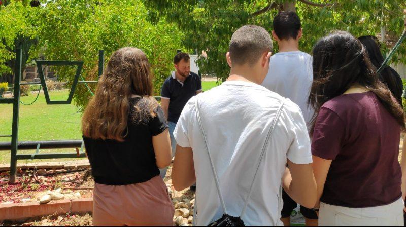 """הסטודנטים השבוע במפגש עם חוקרי """"אדמה"""". צילום שמואל ששוני"""