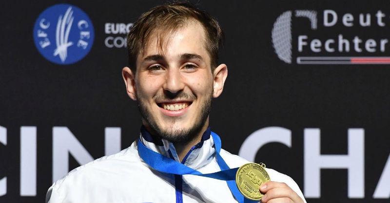 יובל פרייליך עם המדליה. צילום באדיבות איגוד הסיוף בישראל