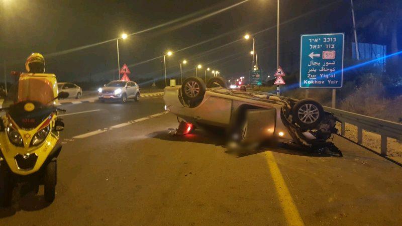 """הרכב ההפוך בתאונה הערב. צילום דוברות מד""""א"""