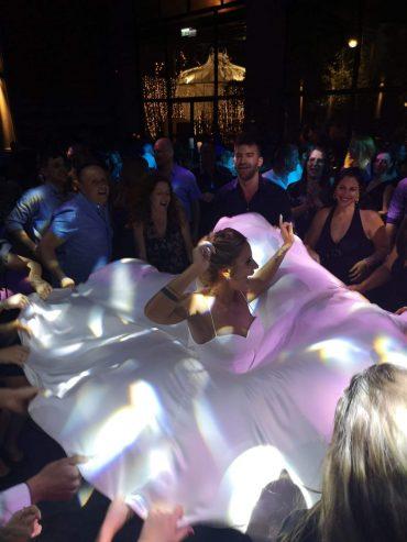 רקדנים סמוים לאירוע בלתי נשכח. צילום עצמי