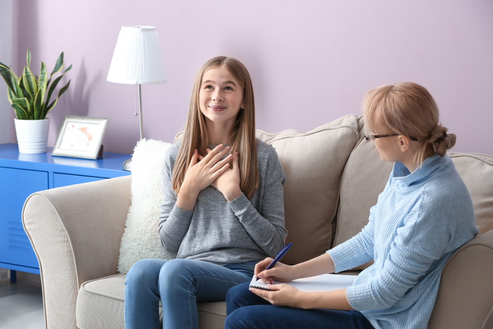 טיפול למתבגרים במרכז. (Shutterstock) צילום: טיפול במתבגרים במרכז. (Shutterstock) צילום: Pixel-Shot
