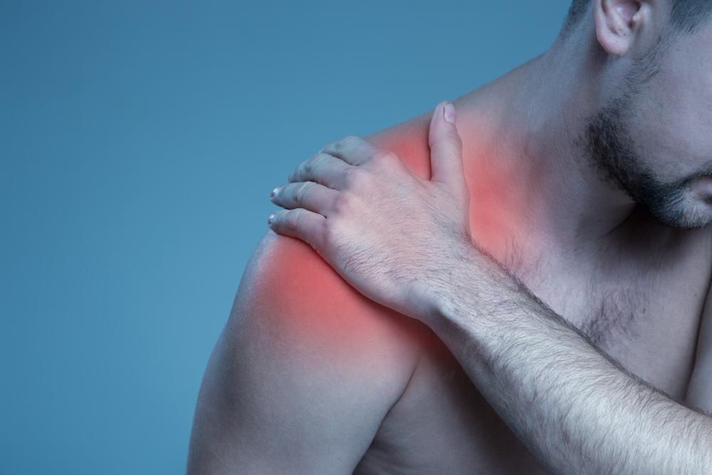 טיפול בכתף קפואה. (Shutterstock) צילום: YuriyZhuravov